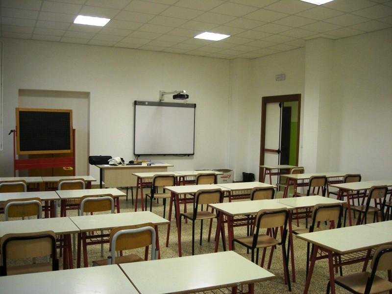 Banchi di scuola, aula scolastica