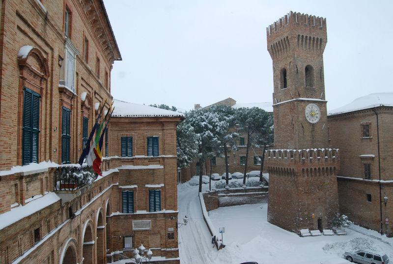 Neve a Ostra, Piazza dei Martiri