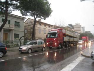 Traffico intasato a Senigallia per via della pioggia