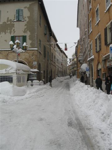 Arcevia: disagi per la neve e per il ghiaccio