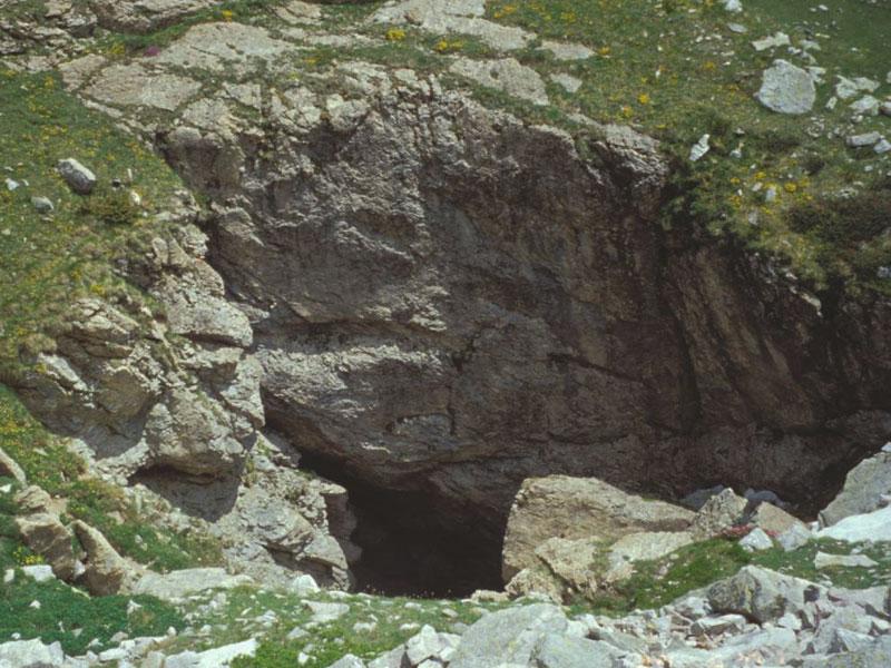 Una foiba, cavità carsica