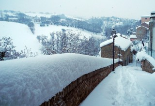 Neve in una frazione di Serra de' Conti