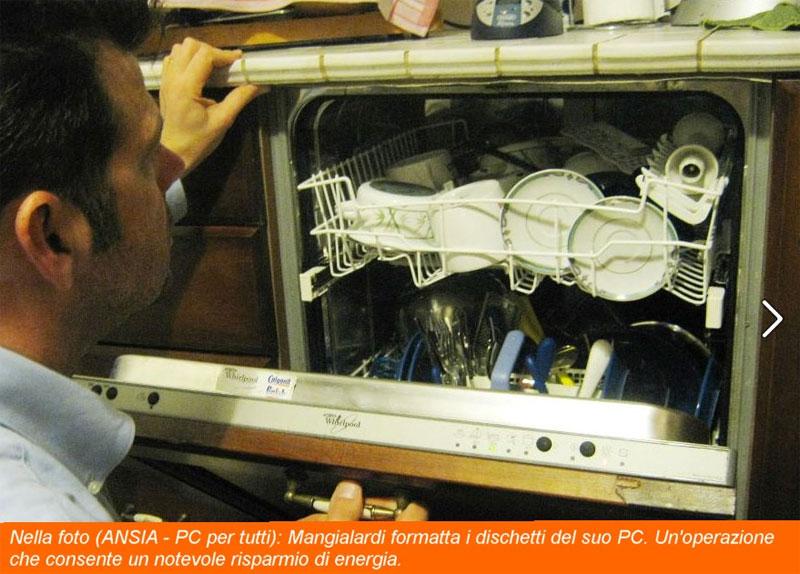 Mangialardi formatta i dischetti del suo PC. Un'operazione che consente un notevole risparmio di energia