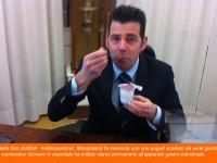 Mangialardi fa merenda con uno yogurt scaduto da venti giorni. Il successivo ricovero in ospedale ha evitato danni permanenti all'apparato gastro-intestinale