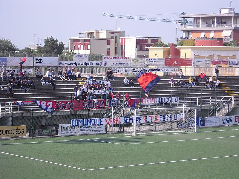 """La Curva Nord allo stadio """"Bianchelli"""" di Senigallia"""
