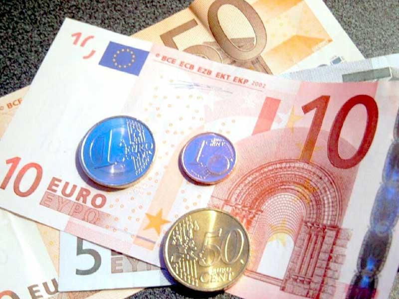 Soldi, euro, banconote, monete