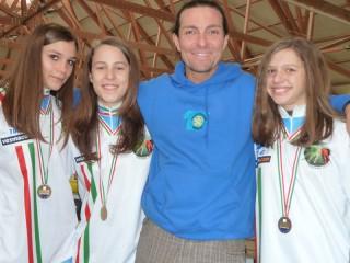 Mauro Guenci e le atlete del Team Roller di Senigallia