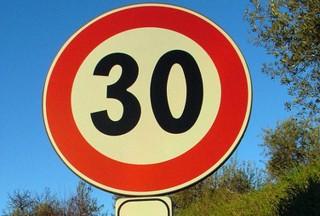 """Cartello """"limite 30 km/h"""""""