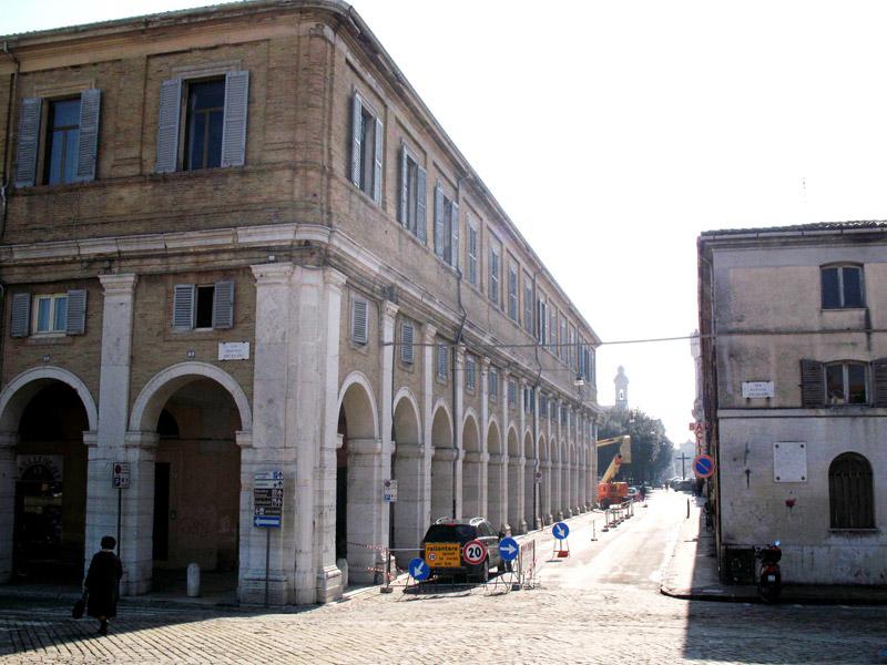 Un tratto dei Portici Ercolani a Senigallia