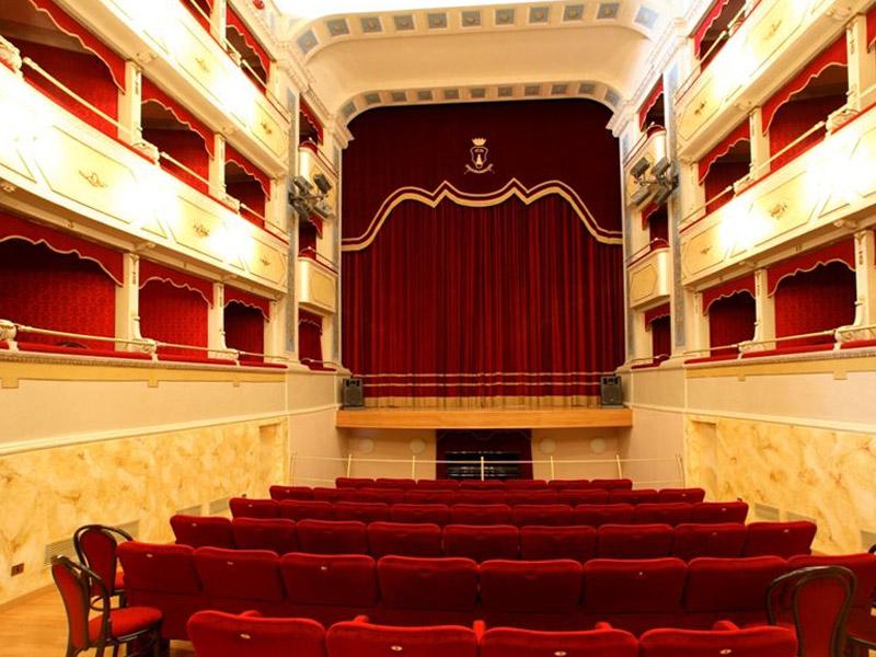 """L'interno del Teatro Comunale """"Carlo Goldoni"""" di Corinaldo"""