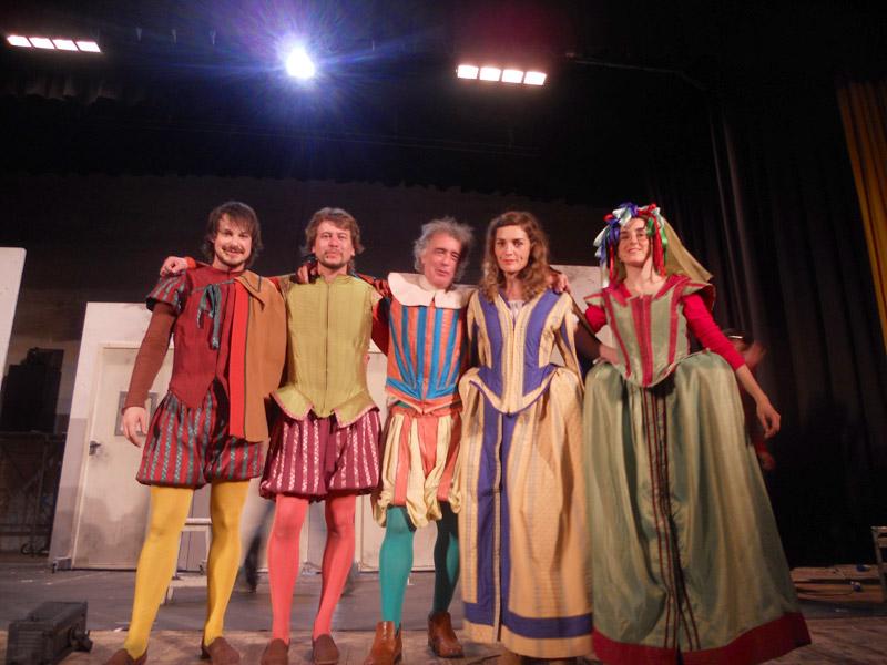 """Gli attori della commedia """"Los Locos de Valencia"""""""
