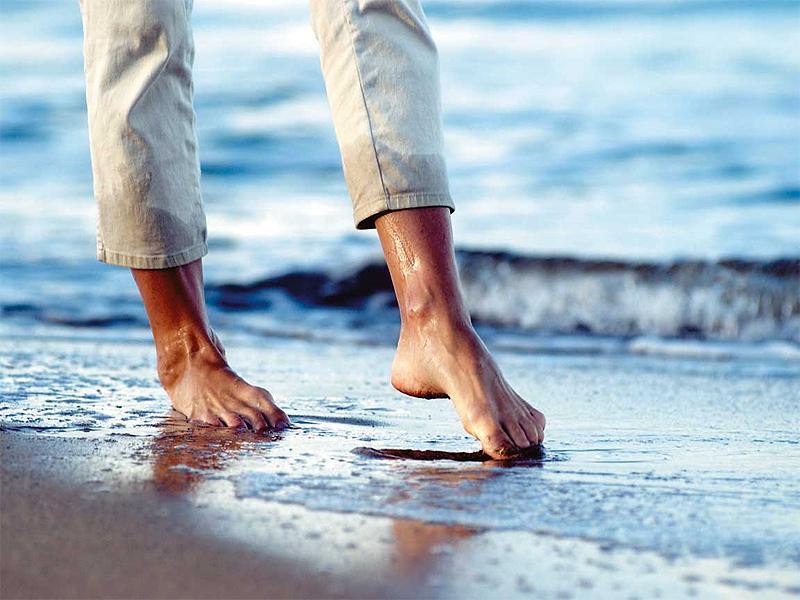 Passeggiata in riva al mare