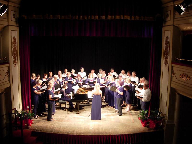 Il Coro S. Giovanni Battista al teatro di Sirolo