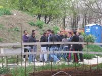 Sindaco, vicesindaco, Polizia e Carabinieri dialogano con gli operai