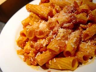 La ricetta dei rigatoni all amatriciana un pranzo veloce for Pomodoro senigallia