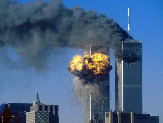 L'attacco alle torri gemelle del WTC l'11 settembre 2001