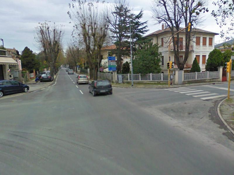 Viale IV Novembre, a Senigallia, incrocio con via Mercantini