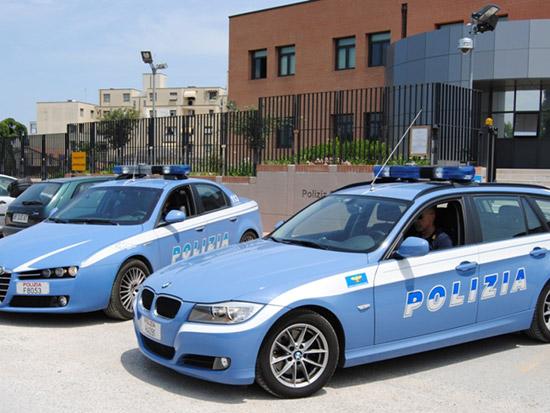 Auto della Polizia davanti al Commissariato di Senigallia