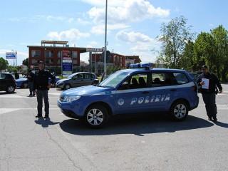 Auto della Polizia durante un controllo a Senigallia
