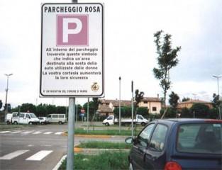 """Segnale di """"parcheggio rosa"""""""