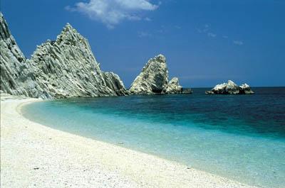 La spiaggia del Conero ad Ancona