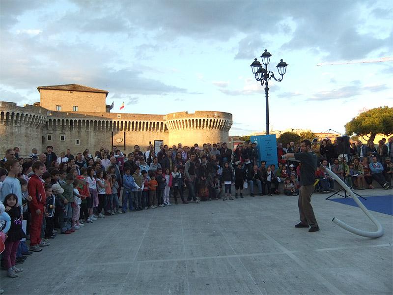"""Giochi con l'aria a """"fosforo: 2012"""" a Senigallia"""