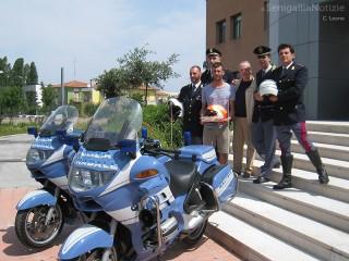 Il casco di Simone Saltarelli in dono alla Polstrada di Senigallia