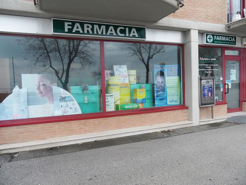 Farmacia Manocchi-Carloni al lungomare di Senigallia