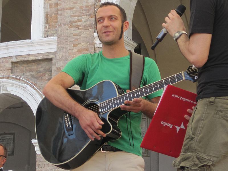 Lorenzo Artegiani sul palco del CaterRaduno 2010 a Senigallia