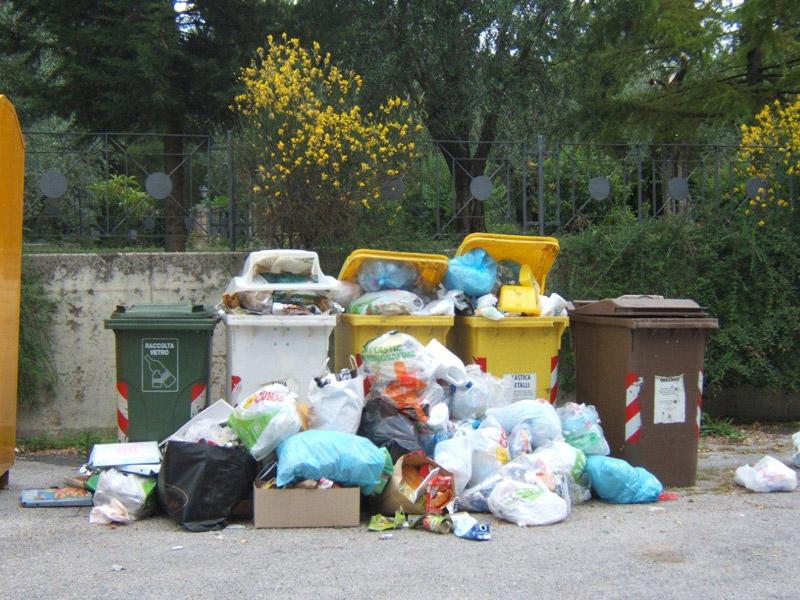 Rifiuti ad Ostra: la situazione in via S.Barbara