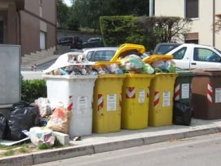 Rifiuti ad Ostra: la situazione in viale Matteotti