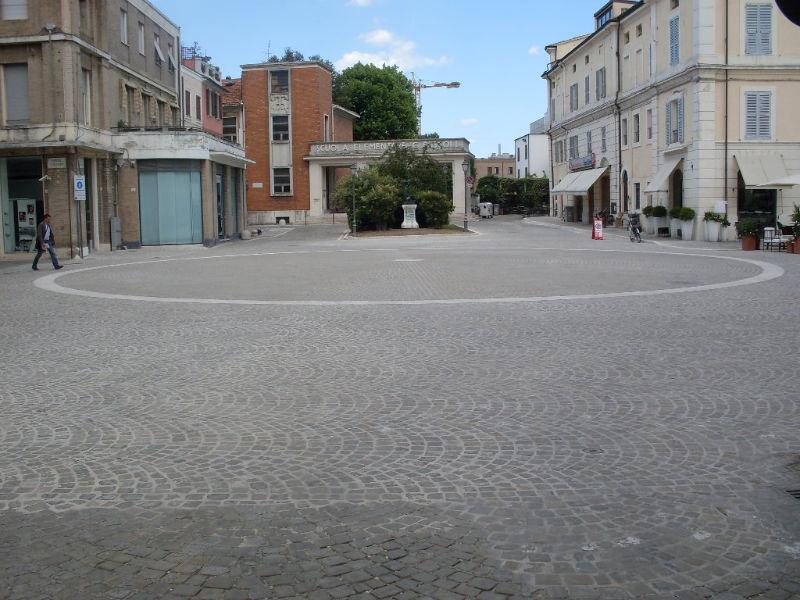 Piazza Saffi, vista da via Cesare Battisti