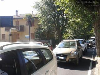 Fila di auto in via Mercantini