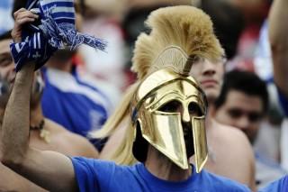 Un tifoso ellenico rievoca la battaglia delle Termopili