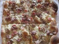 Pizza al metro della Pizzeria Zero Zero di Senigallia
