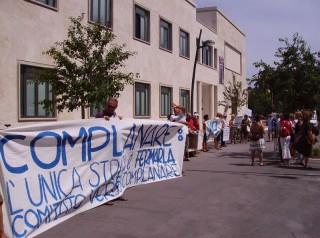 Protesta del Comitato Versus Complanare davanti agli uffici comunali di Senigallia