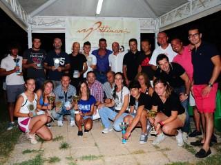 Foto di gruppo con i premiati del Torneo Pettinari 2012 di tennis