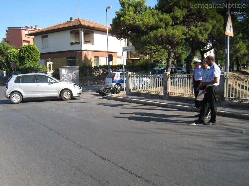 Incidente a Senigallia, all'incrocio tra viale dei Pini e via Mercantini. Rilievi