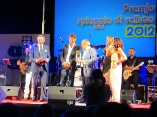 Consegna premio a Pino Scaccia al Premio Città di Senigallia Spiaggia di Velluto 2012