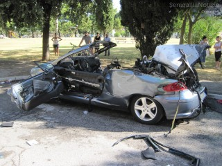 L'auto esplosa in via Paisiello
