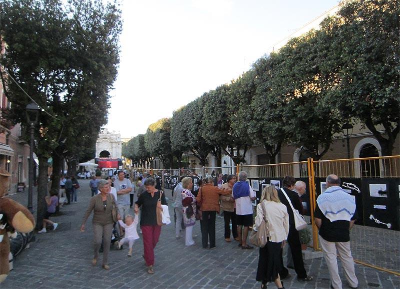 Una edizione recente della Festa del Rione Porto