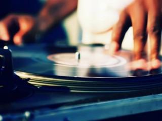 Dj, musica nei locali e nelle discoteche