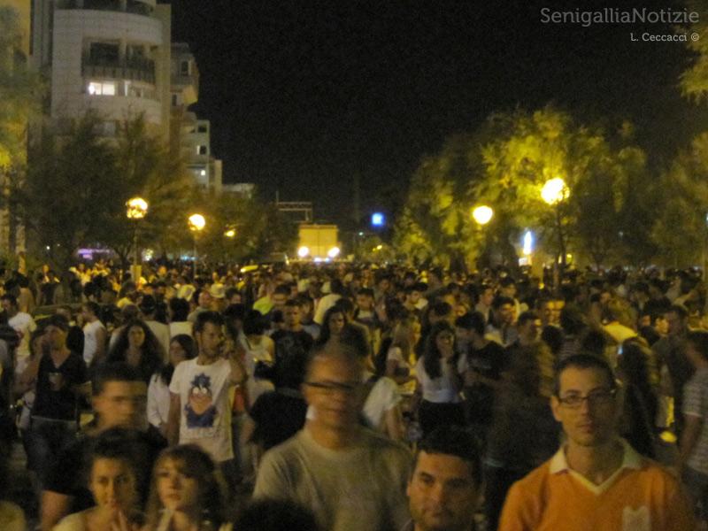 La Notte della Rotonda 2011: la folla sul lungomare di Senigallia
