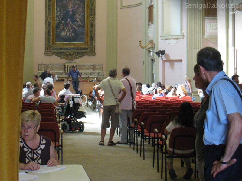Incontro alla chiesa dei Cancelli sul tema della disabilità: cittadini, politici e giornalisti sono dovuti uscire fuori