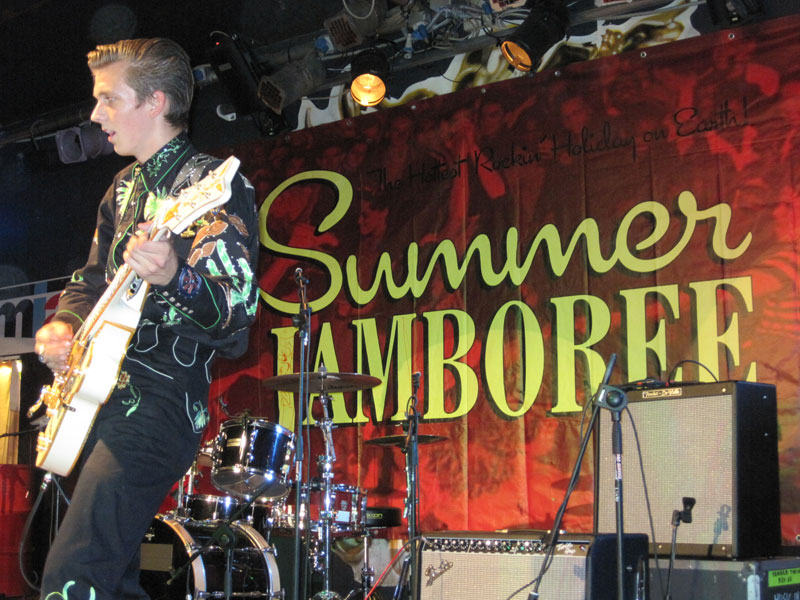 Chitarrista di una band al Summer Jamboree