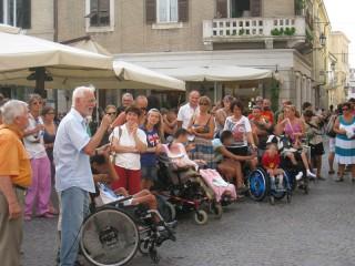 Protesta famiglie con disabili a Senigallia