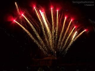 Fuochi d'artificio di fine estate dalla Rotonda di Senigallia. Foto di Simone Paolasini
