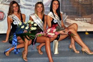 In mezzo Valeria Paniconi, Miss marche 2012 con la seconda e terza classificata