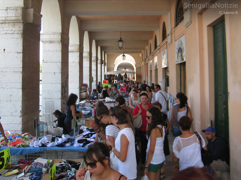 Mercato ai Portici Ercolani di Senigallia
