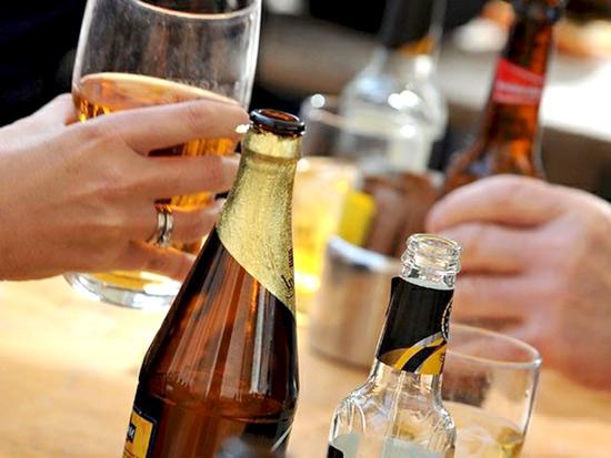 vino, birra, cocktails, alcolici, alcol